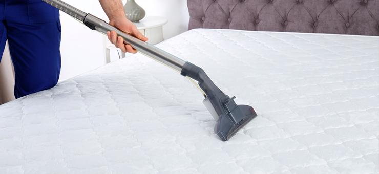 aspiradora sobre colchón