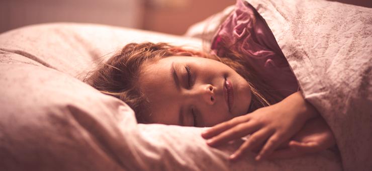 mujer sobre una almohada