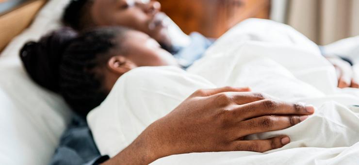 dos personas durmiendo